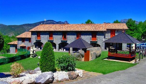 Casas ordesa alojamiento rural defamilias turismo y for Alojamiento familias numerosas