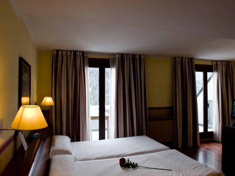 Hotel himalaia soldeu hoteles defamilias turismo y for Habitacion familiar andorra