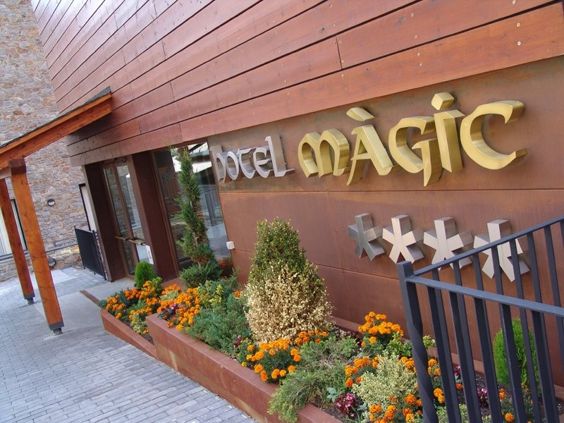 Hotel magic canillo spa hoteles defamilias turismo y for Alojamiento familias numerosas